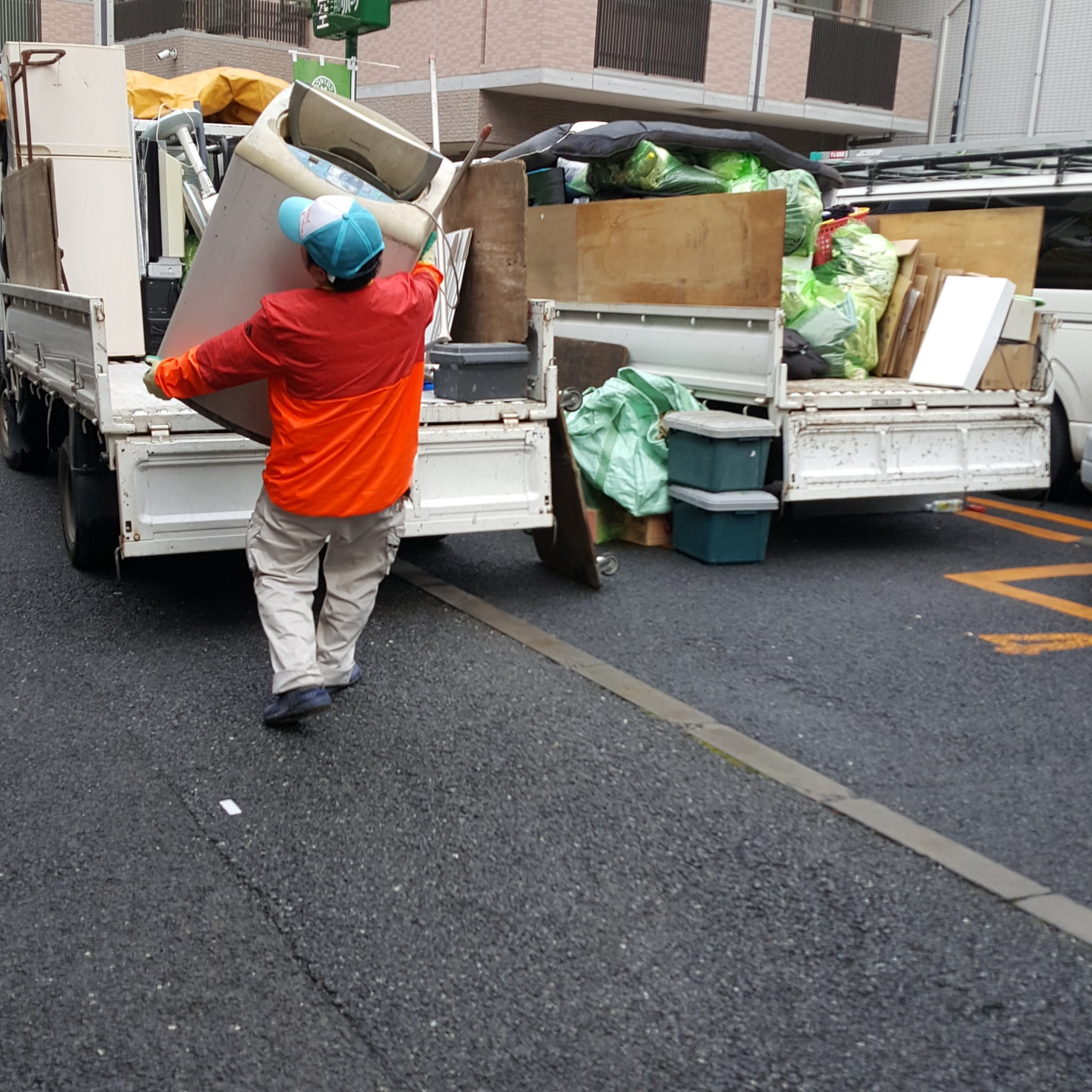横浜市泉区 アパート2DK全ての残置物(洗濯機、冷蔵庫、衣類などその他)回収